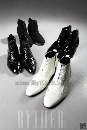 Classic Python Skin Pattern White Ankle Boots Dress Shoes