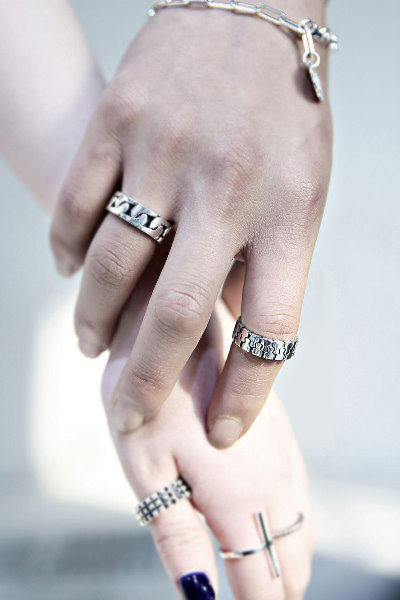 Zipper silhouette clear silver ring