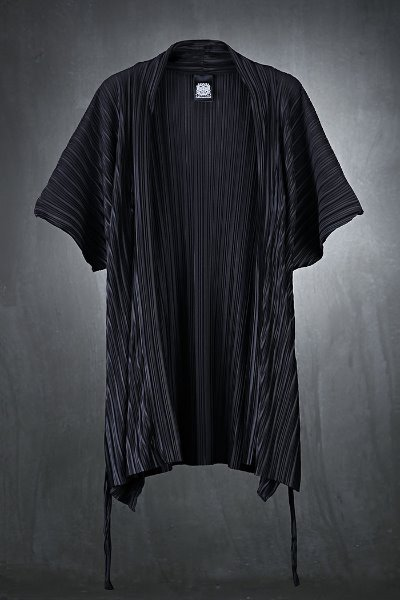 Mukha stingray Robe Cardigan with soft pleated fabrics